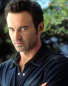 Julian McMahon....Uhmmm Yes please!! His birthday is one day after mine...thats fate right?!
