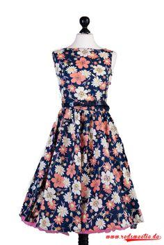 Audrey Hepburn Stil - blaues Kleid mit Sommerblumen schönes Kleid für alle die 50er Jahre Mode lieben