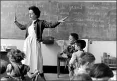 The school teacher - Paris Robert Doisneau photo. Robert Doisneau, Old Paris, Vintage Paris, French Vintage, Vintage Photography, Street Photography, Old Photos, Vintage Photos, Vintage School