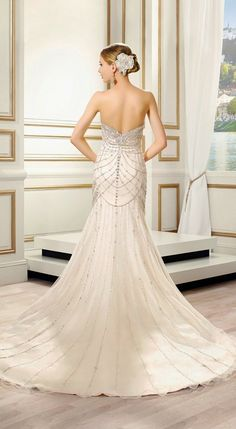 This dress is STUNNING! Perfect for an #ArtDeco themed wedding!