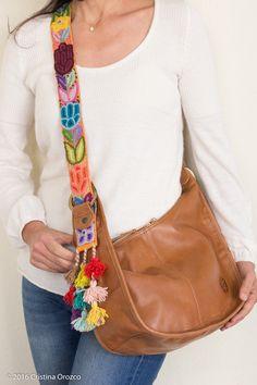 Bolsa de Piel, Media Luna Camel Pef. | Consulta disponibilidad en cristinaorozco.mx My Bags, Purses And Bags, Leather Bag Design, Leila, Fab Bag, Bags 2017, Diy Handbag, Versace Bag, Cute Bags