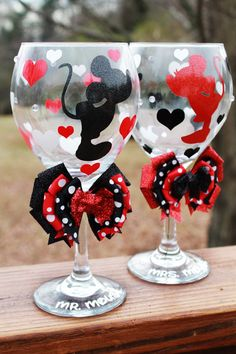 Disney Minnie Mouse Mickey Mouse Glitter Bridesmaid Wedding Bridal Shower Valentine Christmas Seasonal Holiday Wine Glass SET OF 2 Disney Diy, Deco Disney, Disney Crafts, Mickey Mouse Crafts, Minnie Mouse, Disney Valentines, Valentine Day Crafts, Painted Wine Bottles, Painted Wine Glasses