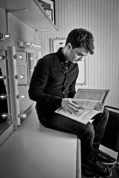 Please, guys automatically look attractive when they're reading a book...