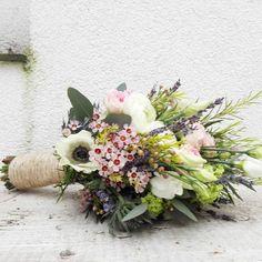 #bridalbouquet #brautstrauss #hochzeit #wedding #flowerpower #waldundwiese #anemone #lysianthus #waxflower #ranunculus #instawedding #florist #blumenmädchen #cologne #riehl #pastell #romantic #lavendula #rosmarien #blumen #vintage