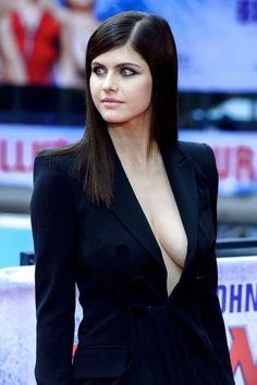 Beautiful Celebrities, Beautiful Actresses, Gorgeous Women, Hollywood Celebrities, Hollywood Actresses, Hot Actresses, Alexandra Daddario Images, Look Blazer, Sexy Women