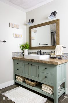 Small bathroom remodeling 769411917567482534 - Add rustic and industrial charm to your space with these simple summer bathroom decor ideas that are sure to inspire! Rustic Bathroom Designs, Bathroom Interior Design, Bathroom Ideas, Bathroom Organization, Bathroom Storage, Budget Bathroom, Shower Ideas, Diy Bathroom, Bathroom Hacks