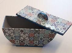 Cartonnage : Tous les messages sur Cartonnage - Page 4 - Broderie et Cartonnage au CLC d'Argenton sur Creuse (36) Cardboard Crafts, Sunglasses Case, Messages, Shoulder Bag, Bags, Gifts, Craft, Cartonnage, Hexagon Box