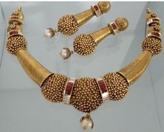 Nakoda Jewels is Dealers and Manufacturers of Artistic Gold Jewellery, Antique Gold Jewellery, Calcutta Jewellery and Specialized in Customized Jewellery in Mumbai. Gold Temple Jewellery, Gold Jewellery Design, Gold Jewelry, Diana, Gold Bar Necklace, Short Necklace, Gold Chain Design, Gold Set, Jewelry Patterns