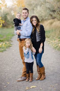 What to Wear | Family Session - Perfect! I LOVE how this family coordinates but everyone is wearing something different.