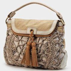 Louca por artes - Bolsas: LINDA BOLSAS.. Love the purse but I can't find the pattern. I see other great pursestoo.