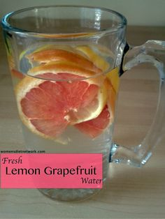 lemon grapefruit water + 40 more fresh fruit water recipes! Fruit Water Recipes, Infused Water Recipes, Fruit Infused Water, Infused Waters, Yummy Drinks, Healthy Drinks, Healthy Snacks, Healthy Eating, Healthy Recipes