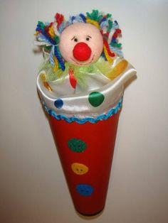 Quem nunca foi a circo e ficou com vontade de ter um destes lindos palhacinhos.  Além de uma linda lembrancinha é um brinquedo que encanta as crianças.  Disponível em diversas cores.    Pedido mínimo: 15 unidades