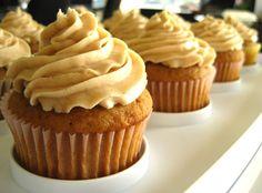 This Vegan Horchata Cupcake Recipe Is So Tasty Low Calorie Cupcakes, Vegan Cupcakes, Baking Cupcakes, Vegan Cake, Cupcake Cakes, Brownie Cupcakes, Cup Cakes, Mini Cakes, Vegan Sweets