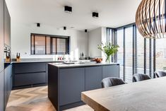 Modern Farmhouse Kitchens, Black Kitchens, Home Kitchens, Updated Kitchen, New Kitchen, Kitchen Dining, White Kitchen Cabinets, Interior Design Living Room, Decoration
