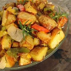 Take the guesswork out of perfect roast potatoes with our foolproof recipes. You'll get crispy results every time! We have loads of recipes that show you how to make everything from classic roasties to garlic roast potatoes and more. Potato Dishes, Potato Recipes, Side Dish Recipes, Side Dishes, Brunch Recipes, Breakfast Recipes, Summer Recipes, Oven Roasted Potatoes, Rosemary Potatoes