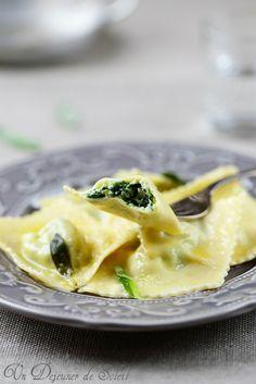 Ravioli ricotta e spinaci con burro e salvia (Spinach and Ricotta Ravioli with butter and sage) || Un dejeuner de soleil
