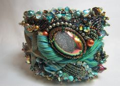 .LOVE this bead embroidery cuff! Dtuzy, rose montees, Austrian crystals - WOW