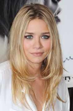A look at Ashley's gorgeous blonde layered haircut while at an Olsen Influence book signing, 2010.
