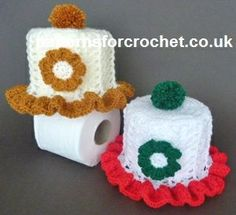 Free crochet pattern: Frilled Toilet Roll Cover on PatternsForCrochet Crochet Kitchen, Crochet Home, Crochet Gifts, Easy Crochet, Free Crochet, Holiday Crochet Patterns, Crochet Christmas, Christmas Patterns, Christmas Ideas