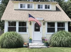 Relaxing Beach Cottage in Saybrook Manor, Old Saybrook, Connecticut - Saybrook Manor New England Cottage, Old Saybrook, Coastal Landscaping, Run Around, Fenced In Yard, Cozy Cottage, Beach Chairs, Beach Cottages, Lawn And Garden