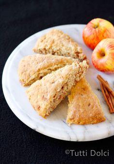 Apple-cinnamon chip scones by @Laura | Tutti Dolci