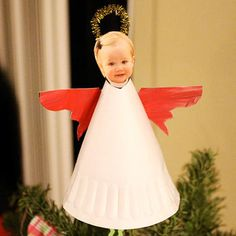 Your little one can smile down on you from the top of the tree with this personalized tree topper. Have your own angel join in the fun by finger painting the wings and making the paper plate base. Diy Christmas Tree Topper, Diy Tree Topper, Photo Christmas Tree, Angel Christmas Tree Topper, Christmas Tree Painting, Little Christmas Trees, Christmas Angels, Kids Christmas, Christmas Crafts