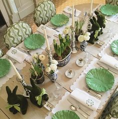 Chic spring & Easter table setting