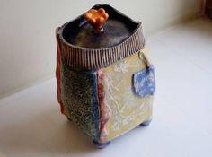 Medium eclectic container