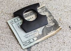 Self Defense Money Clip . Stay prepared for whatever the mean streets throw your way with the self defense money clip. Apart from kee. Dog Gadgets, High Tech Gadgets, Clever Gadgets, Self Defense Tips, Self Defense Weapons, Nanny Cam, Newest Cell Phones, Cell Phone Plans, Street Fights
