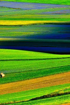 Umbria. Castelluccio. Italy. E' l'ora del blu ©Arturo Cocchi | www.repubblica.it | #Italia #Umbrien #Italien
