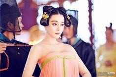 Fan Bingbing in 'The Empress of China' Wu Zetian, The Empress Of China, Fan Bingbing, Old Fan, Culture Clothing, Oriental Fashion, Chinese Fashion, Oriental Style, Chinese Clothing