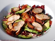 Mmh, this looks and sounds delicious. Avocado, blood orange and radicchio salad with chicken breast.