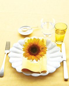 Sunflower Place Card    Add a fresh, sunny suprise to your guests plats with a sunflower place card.