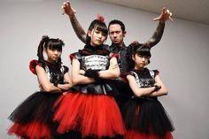Après Michael Amott (Arch Enemy, Spiritual Beggars) avec Baby Metal, c'est au tour de Matt K. Heafy (Trivium) de poser aux côtés des japonai...