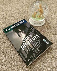"""""""Sora pierdută"""" de Flynn Berry este un nou thriller light apărut la Editurii Trei care doreşte să concureze cu cărţi precum """"Fata din tren"""" sau """"Fata dispărută"""" Book Review, Berries, Train, Bury, Blackberry, Strawberries"""