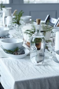 Setting up a beautiful tablescape this holiday season is easier than you think! Simple white dishes add elegance to your table - and fit any budget. Find more IKEA inspiration in our Holiday Prep Guide. Decoration Design, Decoration Table, Ikea Decor, White Dishes, Deco Table, Dinner Table, Tablescapes, Kitchen Dining, Christmas Holidays
