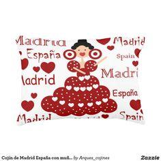 Cojín de Madrid España con muñeca flamenca