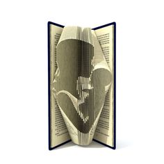 Le livre de modèle de pliage permet le dossier pour créer cette maman unique baiser bébé motif pour être dans le livre. Tous mes modèles de livre sont mesurer et marquent les motifs en mm. Il est très simple à créer. Le résultat final est donc impressionnant à regarder comme ressemble beaucoup à nimporte quel endroit de votre maison. Pour ce modèle, vous avez besoin dun livre relié de 20 cm + hauteur, 566 + pages. Ce que vous obtenez : (1) instruction + motif coeur libre (45 plis) à la…