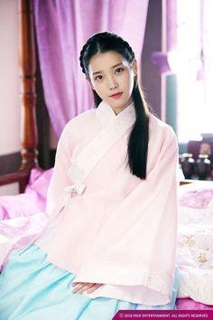 IU in period drama aesthetic Korean Hanbok, Korean Dress, Korean Outfits, Korean Traditional Dress, Traditional Outfits, Iu Fashion, Korean Fashion, Scarlet Heart Ryeo Cast, Iu Moon Lovers