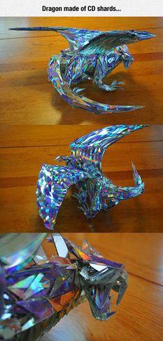 Arte dragonesco con CDs usados