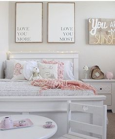 perfect little girl room!! // handmade linen pillows by sovintagechic.com