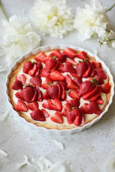Tarta z budyniem i truskawkami   Waniliowa Chmurka Tarts, Strawberry, Cookies, Fruit, Food, Mince Pies, Crack Crackers, Pies, Biscuits