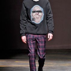 A. Sauvage – Fall/Winter 2014 Collection- http://getmybuzzup.com/wp-content/uploads/2014/01/242068-thumb.jpg- http://getmybuzzup.com/sauvage-fallwinter-2014-collection/- By Renz Ofiaza   A. Sauvage presented an impressive Fall/Winter 2014 collection during London Collections: Men, as a strong emphasis on fabric and materials are evident throughout. Bomber jackets, biker jackets, blazers, long coats, pants, sweaters and shirts are all presented in coordinated...