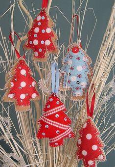 Felt Christmas tree ornaments added to a vase of dried branches Felt Christmas Ornaments, Christmas Tree Decorations, Christmas Holidays, Diy Ornaments, Homemade Ornaments, Beaded Ornaments, Christmas Projects, Felt Crafts, Holiday Crafts