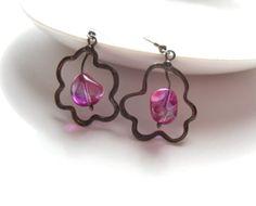 Wire earrings pink glass beaded earrings by  ArtemisFantasy on Etsy #pink #earrins #fashionjewelry #giftforgirlfriend