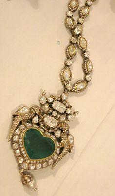 bridal jewelry for the radiant bride Diamond Jewelry, Gold Jewelry, Jewelry Accessories, Jewelry Design, Trendy Jewelry, Emerald Jewelry, Gold Necklaces, Statement Jewelry, Jewelry Ideas