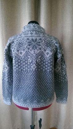 Ravelry: Farewell Norwegian Cardigan pattern by Julie Jackson Fair Isle Knitting Patterns, Knitting Charts, Knitting Stitches, Knit Patterns, Free Knitting, Punto Fair Isle, Motif Fair Isle, Fair Isle Pattern, Pull Crochet
