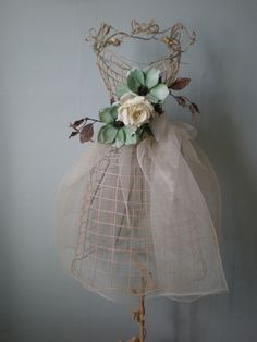 MANNEQUIN LARGE ANTIQUE CREAM WIRE SHABBY CHIC 145CM TALL EX SHOP DISPLAY £45.99 SOLD