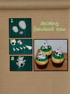 Making fondant cows Fondant Animals Tutorial, Fondant Tutorial, Farm Animal Cakes, Cow Cakes, 80 Birthday Cake, Making Fondant, Biscuit, Farm Cake, Creative Desserts