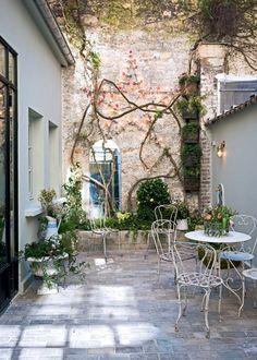 A découvrir : 10 petits patios de ville qui ont du style !